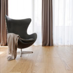 Oak-Select_brushed_matt-lacquer_egg-chair_RGB-2